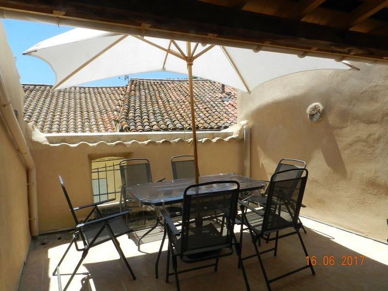 Grande maison familiale avec terrasse tropézienne, vakantiewoning in Bassan