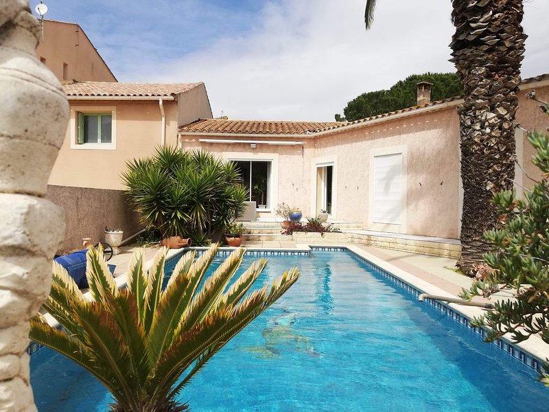 Villa avec piscine au coeur du village  , cuisine exterieure ., vakantiewoning in Saint-Andre-de-Roquelongue