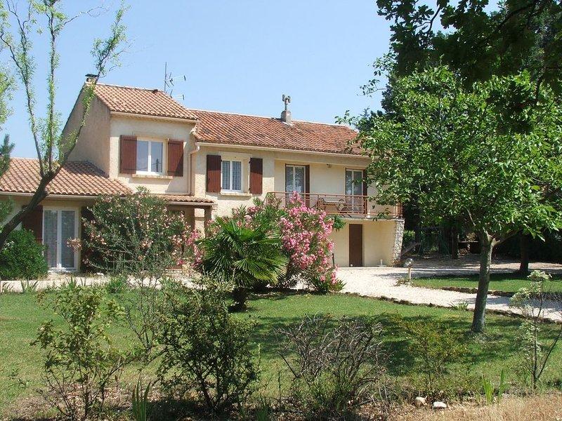 Logement de 61m²,classé 3 étoiles,climatisé,en campagne,grand terrain, au calme, holiday rental in Vaucluse