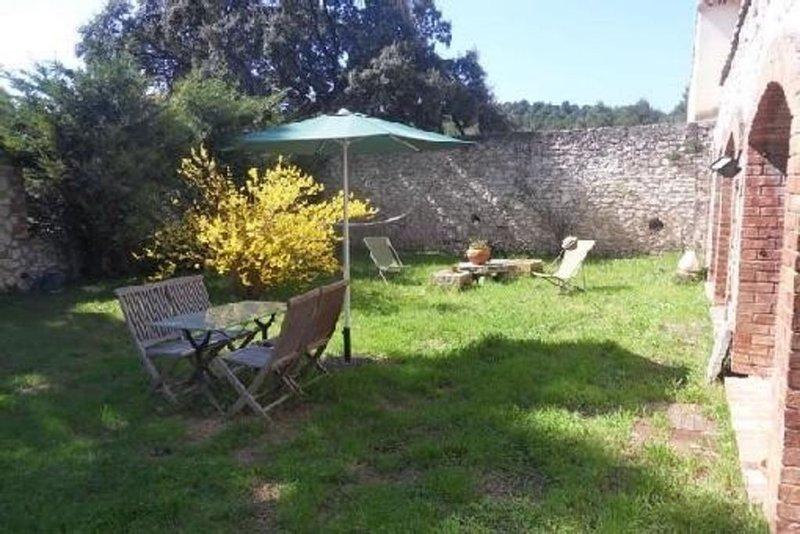 Gîte de charme de 45m2, en pleine campagne, à 15 min de la mer, holiday rental in Les-Pennes-Mirabeau