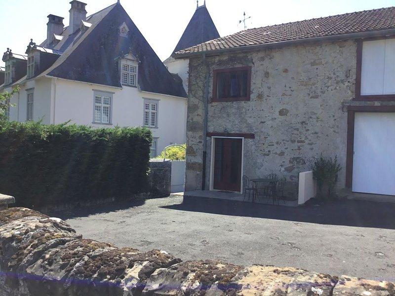 Charmant gîte à la campagne, vacation rental in Mauleon-Licharre