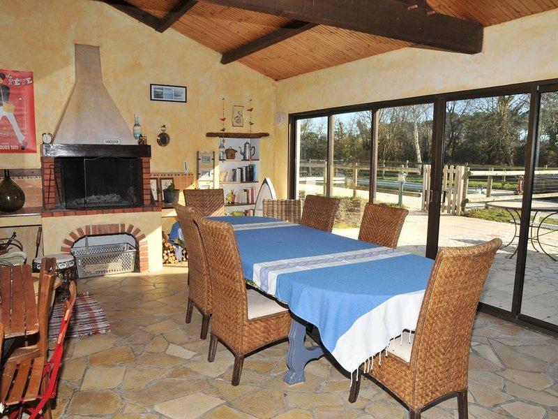 Chambres d'hôtes avec Piscine - Logement pour 10/12 personnes - Mer et campagne., location de vacances à Commequiers