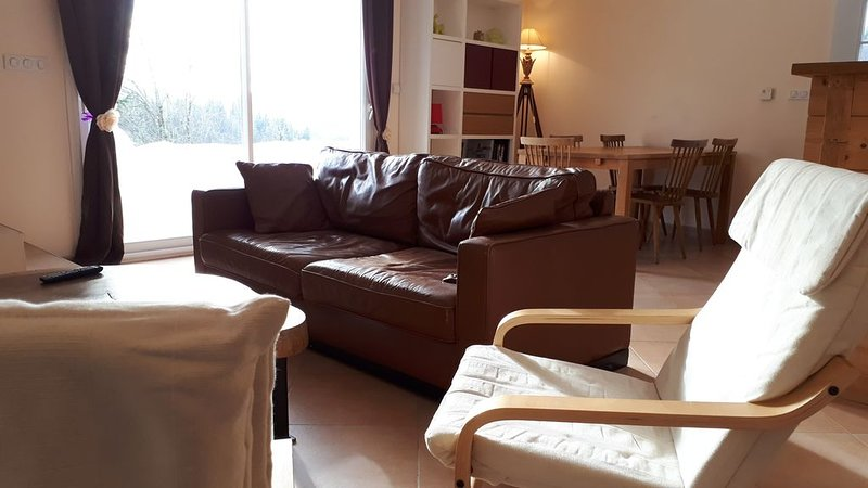 Superbe duplex exposition sud-ouest de 95 m2 au coeur du Haut Jura ( 39 )., holiday rental in Chaux-Neuve