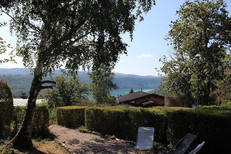 L'échappée Belle -  2 à 8 personnes - Vue sur le lac, holiday rental in Clairvaux-les-Lacs