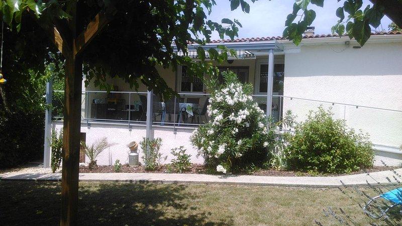 MAISON INDEPENDANTE AU CALME EN ARDECHE DU SUD, holiday rental in Lanas