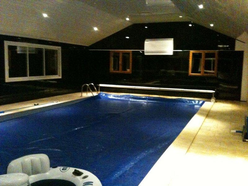 Vaste maison moderne atypique - 16 personnes avec piscine intérieure, location de vacances à Teilhede