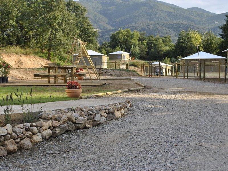 Location de bungalows toilés sur camping à la ferme, holiday rental in Le Boulou