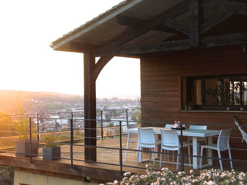 Au calme avec vue sur Périgueux, aluguéis de temporada em Atur