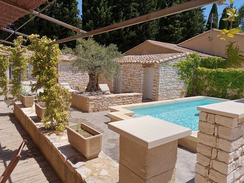 Nouveau :  logement  tout confort, terrasse,  jardin &  piscine partagée, holiday rental in Cornillon