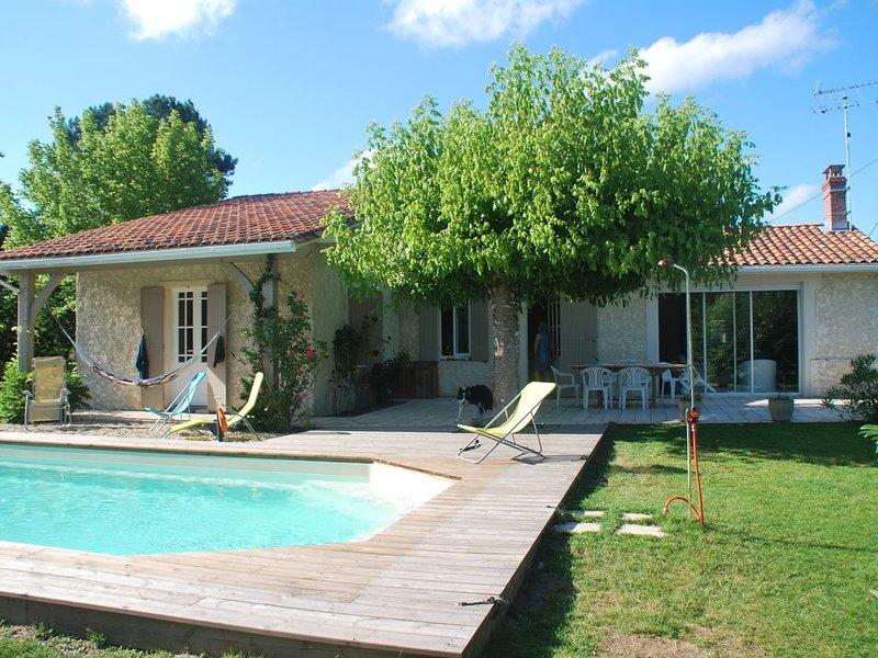 Maison de charme très calme, avec piscine., holiday rental in Le Temple