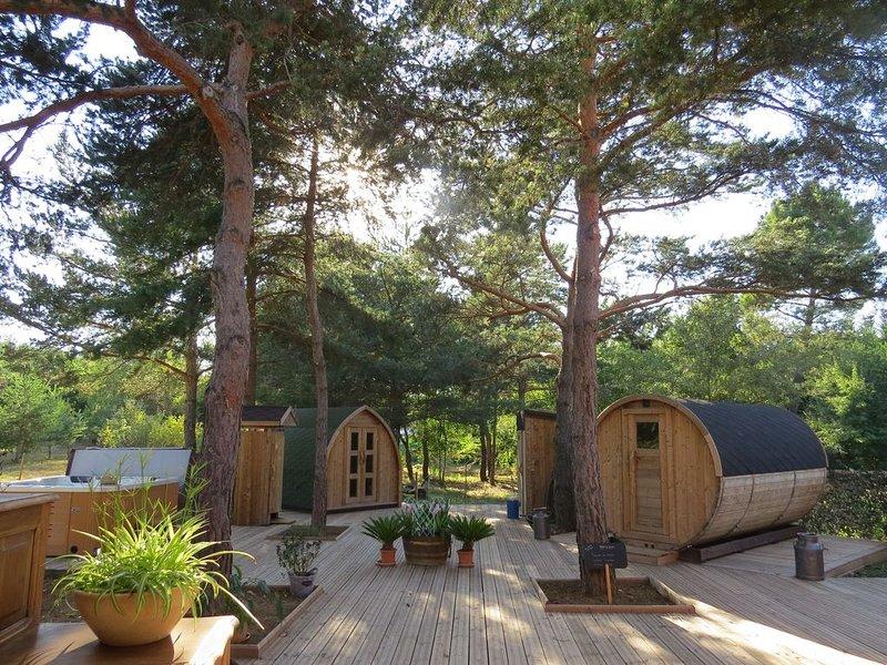 Chambres d'hôtes insolite en pleine nature et SPA en exterieur et sauna tonneau, holiday rental in Signes