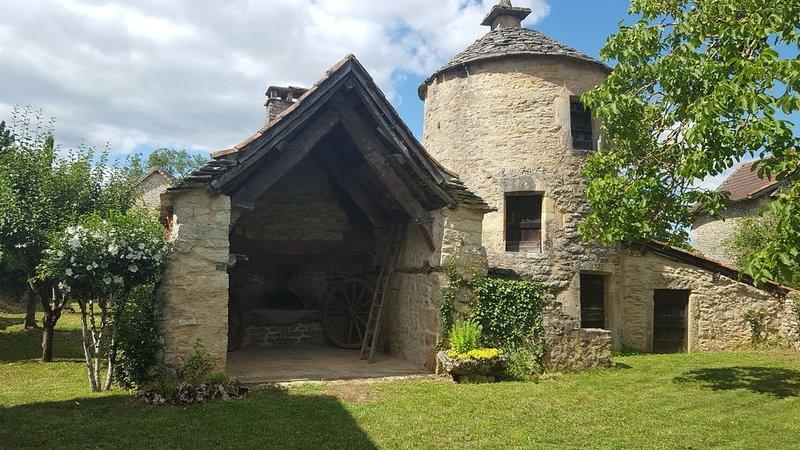 Maison Quercynoise au Coeur du Parc National avec Piscine, casa vacanza a Montbrun
