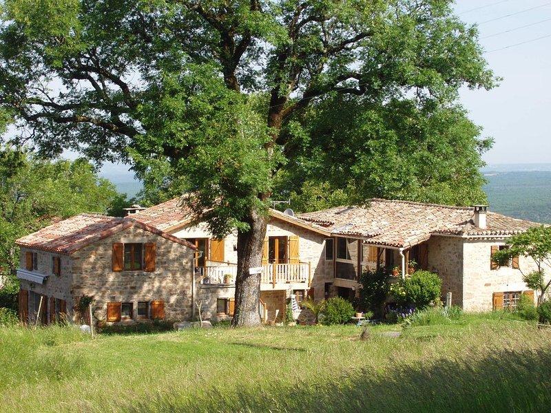 Gîte nature préservée entre Gorges et Forêt, holiday rental in Puycelci