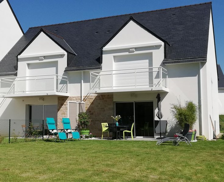SARZEAU-BORD DE MER -Beau 2 P avec Terrasse-Jardin-Wifi-Parking, casa vacanza a Sarzeau