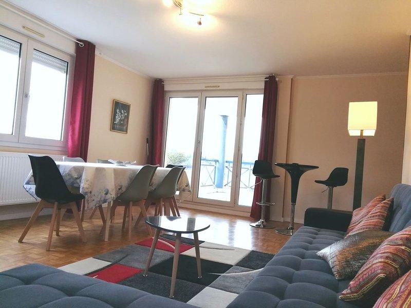 Grand et bel appartement + terrasse & parking à Lyon Saint-Rambert, aluguéis de temporada em Lozanne