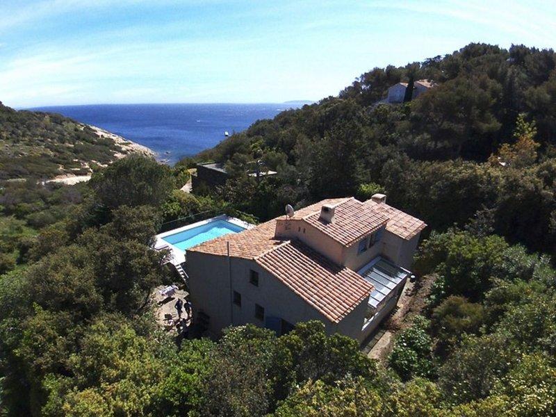Maison Domaine Privé du Cap Bénat, location de vacances à Cap Benat
