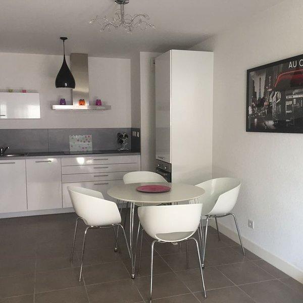 Appartement moderne type T2 à 10 min à pieds de la baie de Saint-Jean-De-Luz, location de vacances à Pyrenees-Atlantiques