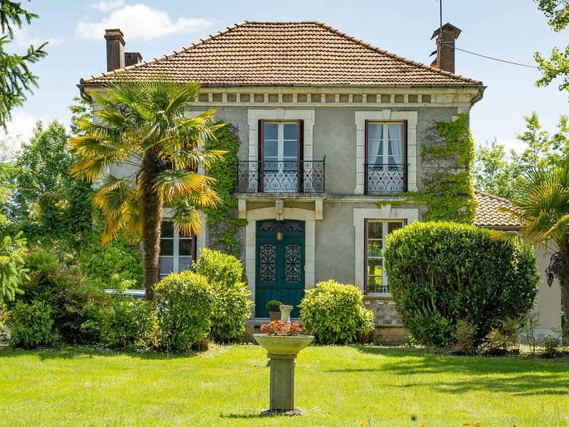 Belle maison de maitre à HAGETMAU, vacation rental in Poudenx