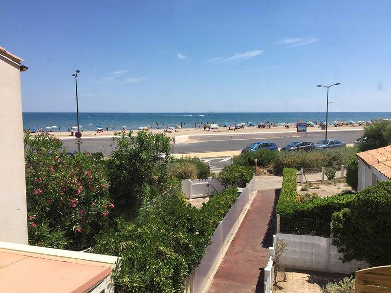 Magnifique appartement 4 couchages, vue mer et accès direct à la plage !, alquiler vacacional en Narbonne-Plage