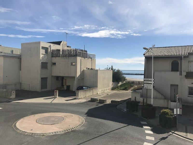 Appartement avec vue sur la mer à 10 mètres de la plage proche de tous commerces, location de vacances à Carnon