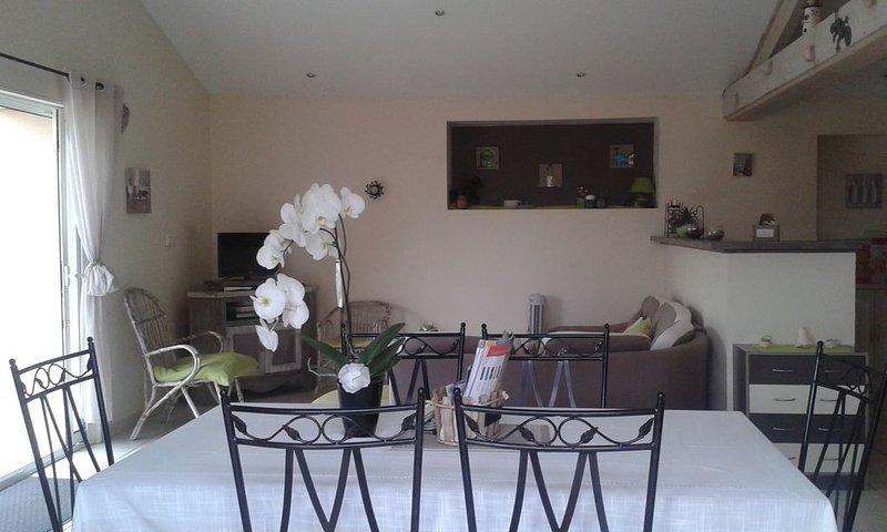 Entre terre et mer  havre de paix pour sejour en famille, vacation rental in La Jarrie