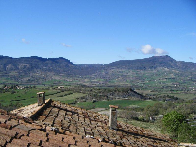 Location en provence, calme et ensoleillé, aluguéis de temporada em Sahune