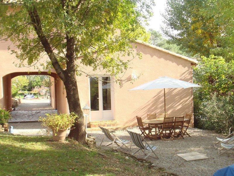 Gîte 4 places tout confort acceptant les animaux domestiques, aluguéis de temporada em Le Puech
