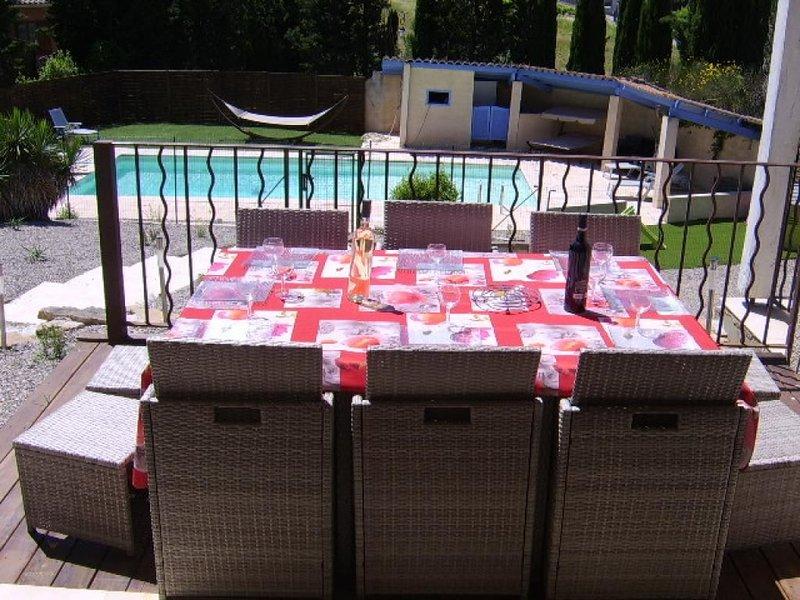 Grande villa avec piscine privée dans les Corbières, holiday rental in Fabrezan