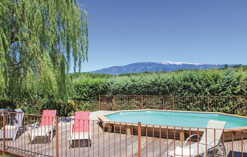 Maison avec piscine chauffée  à  Mormoiron au pied du Mt Ventoux, holiday rental in Mormoiron