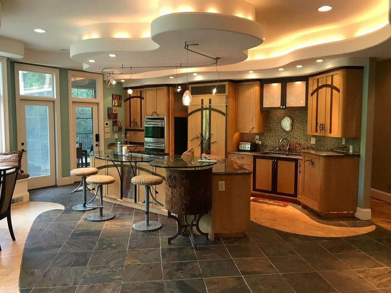 Luxury home in a luxurious neighborhood in Cary/Raleigh, holiday rental in Apex