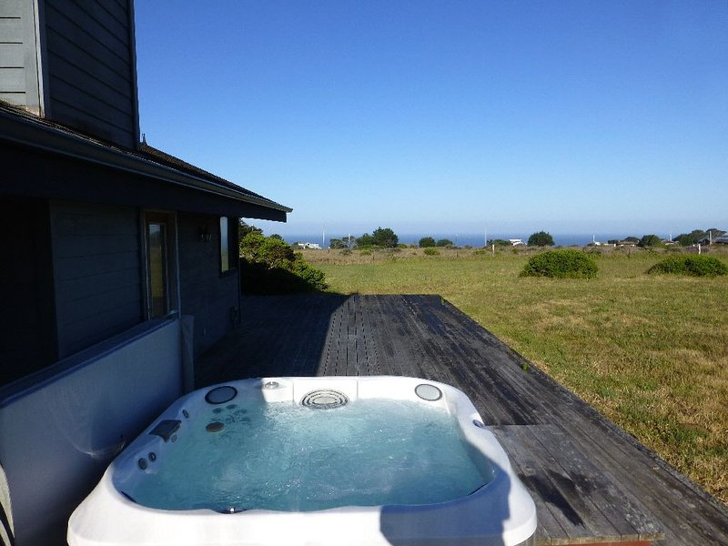 Irish Beach Home with Ocean and Mountain Views, location de vacances à Mendocino County