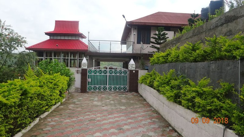 Independent Floor Near Shimla Airport With Natural Views, vacation rental in Arki