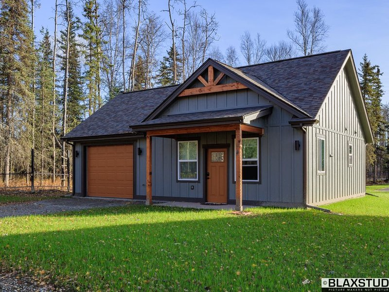 Stoneridge Place Cottage #1 - Vacation or Executive Retreat 1Br 1Ba Garage!, vacation rental in Wasilla