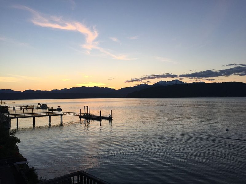 Beach living! Rest, relax, and rejuvenate on Hood Canal's most desireable coast, alquiler de vacaciones en Lilliwaup