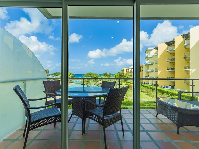 Feel at home in this perfect 2 bedroom condo with OCEAN VIEW, vacation rental in Palm - Eagle Beach