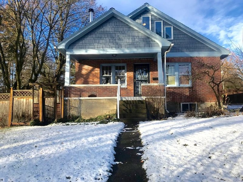 Charming Craftsman Style Home near WSU., holiday rental in Moscow