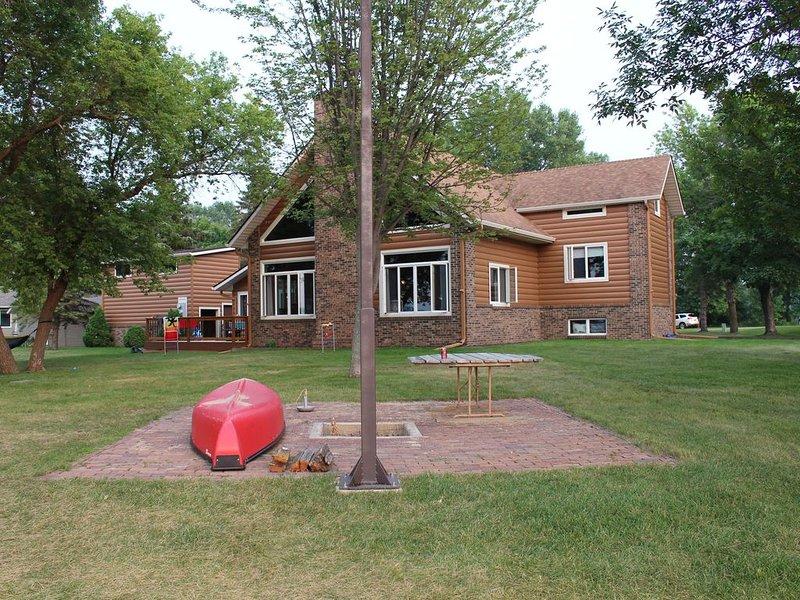 Cozy & Spacious Timber Frame Cabin - Middle Cormorant Lake, alquiler vacacional en Detroit Lakes