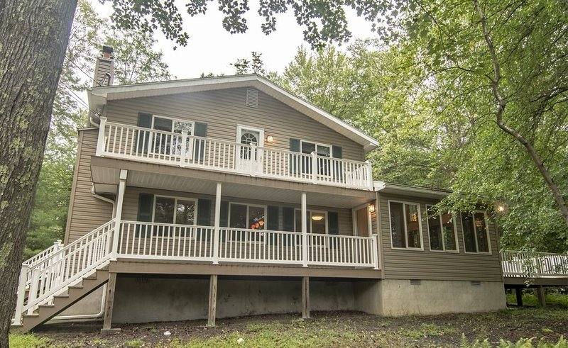 Lake View 3 Bedroom Open Floor Plan with Panoramic View, vacation rental in Pocono Lake