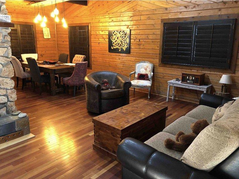 Hummingbird Cabin!!!, location de vacances à Evergreen