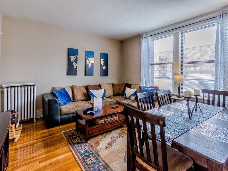 FAMILY SUITE 2Bd, 1Ba near Forest Park, Wash U and The Delmar Loop, holiday rental in Alton