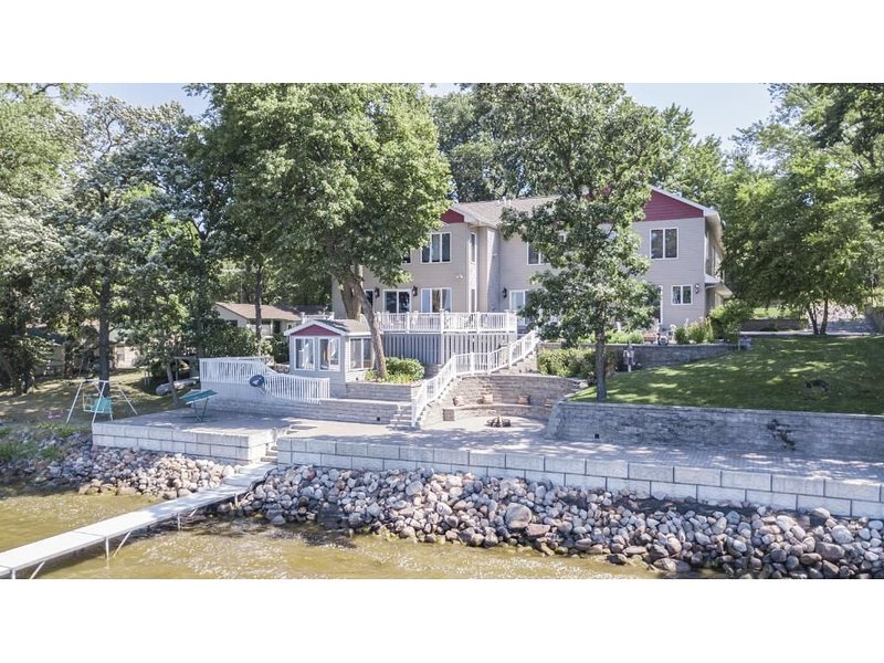 CEDAR ESCAPE - Your Lake Home Away From Home, holiday rental in Rockville