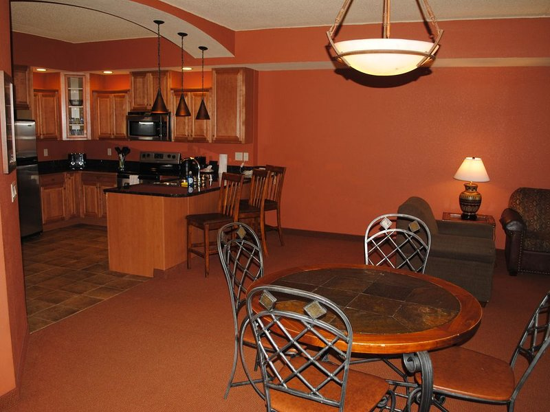RIVERFRONT.JACUZZI tub!!, holiday rental in Packwaukee