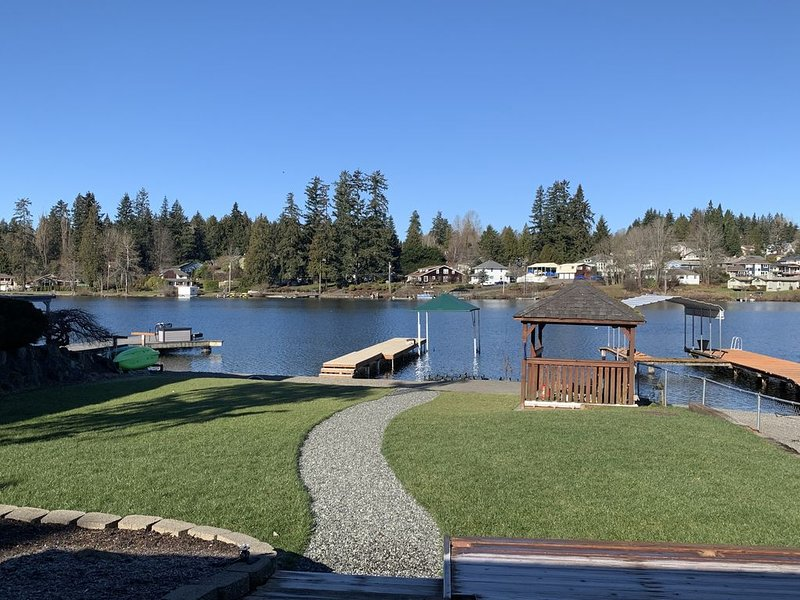 4 BDR/2 BA Waterfront Home  located on beautiful Lake Stevens., location de vacances à Lakewood  Snohomish County