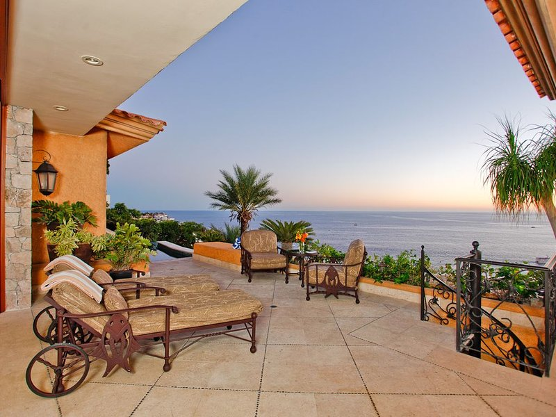 In House Chef & Housekeeping Included-Ocean View Every Room-Stunning, location de vacances à Cabo San Lucas