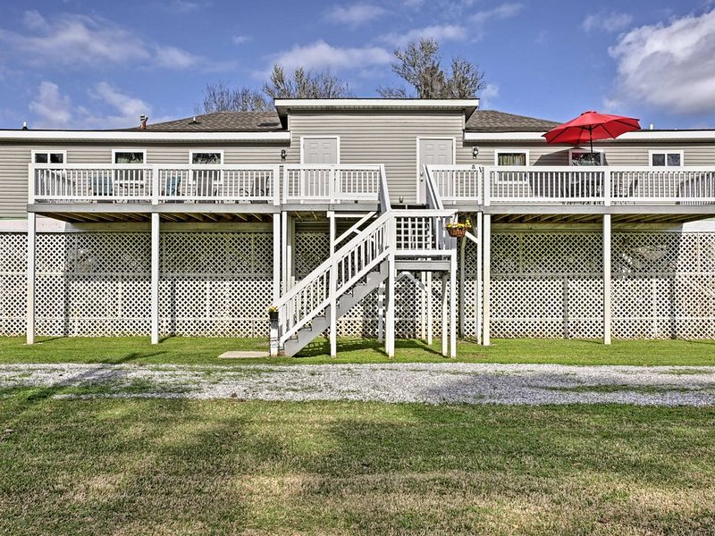 Comfortable One Bedroom Apartment On 70 Acres south of Houma near Falgout Canal, holiday rental in Houma
