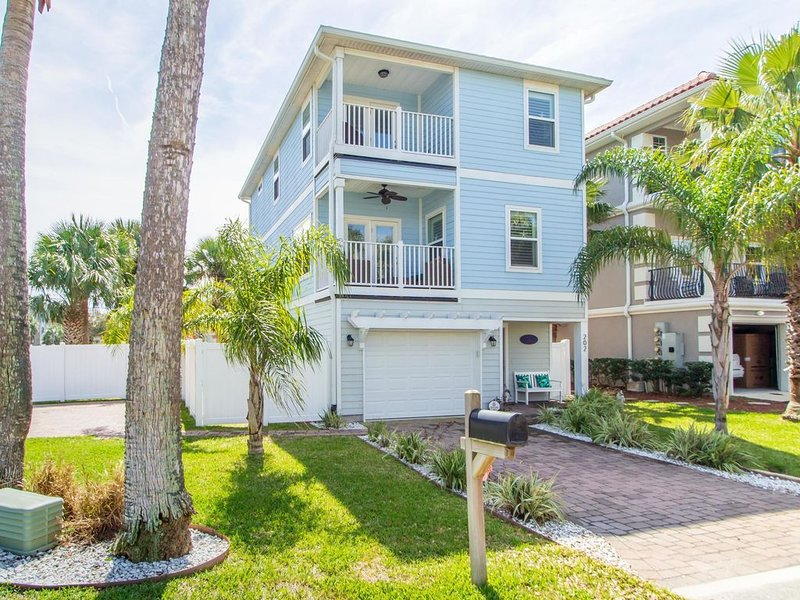 Two block from ocean 4 bedrooms House in Jacksonville Beach South- Pet Friendly, holiday rental in Jacksonville Beach