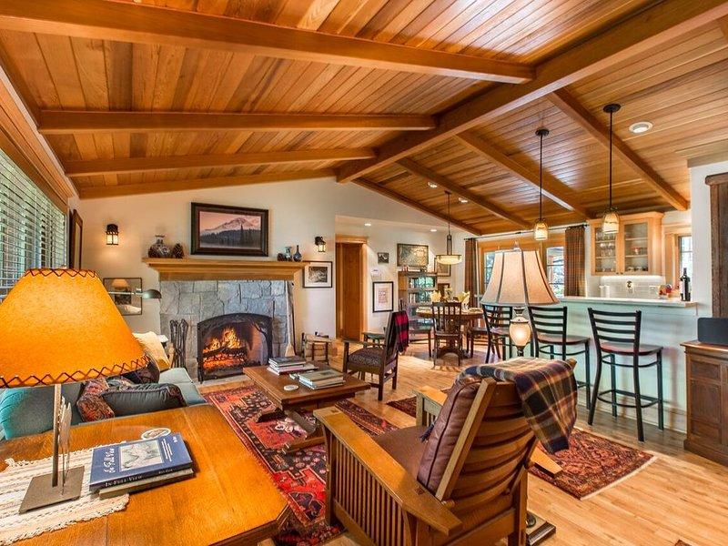 Northwest Craftsman Lodge, Sleeps 4, 2 Baths, 1,700 Square Feet, aluguéis de temporada em Saint Helens