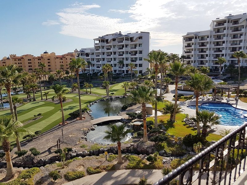 Sandy Beach Condo w/ Amazing Balcony View w/ Access to Beach, 3 Pools & MiniGolf, holiday rental in La Choya