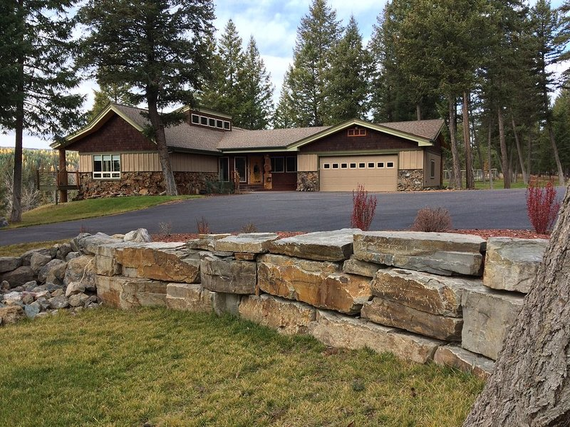 Tobacco River Mountain Home, holiday rental in Trego