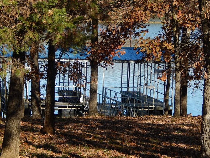 Lake Dardanelle Getaway with Private Dock, holiday rental in Russellville